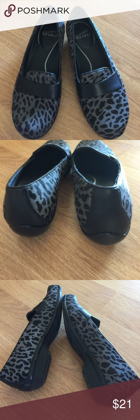 dansko black/gray leopard print loafers sz 36 (6) dansko black and gray leather upper flats. 1/2 inch heel. Black leather forefoot band. Short hair(cowhide-like) texture. Size 36 (6). Like-new condition. Nonsmoking home. Dansko Shoes Flats & Loafers