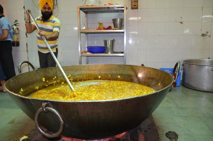 every day these people cook voluntary for everybody from every religion (but of course mostly for the poor who can pass by and eat). no matter if poor or rich. india is such a great planet