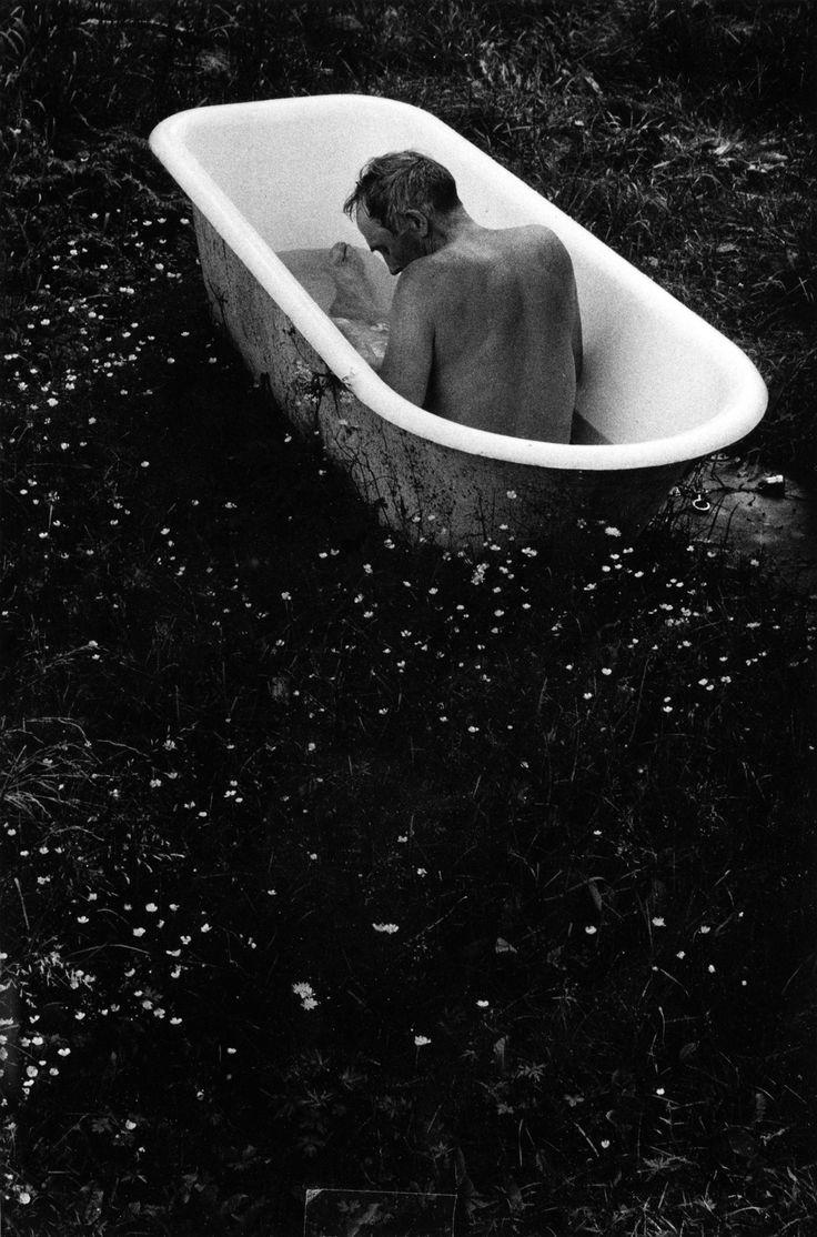 Sune Jonsson :: Gustav Karlsson de Schönstorp taking a bath