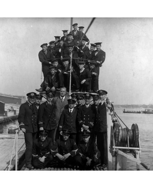 Crew of the submarine O13