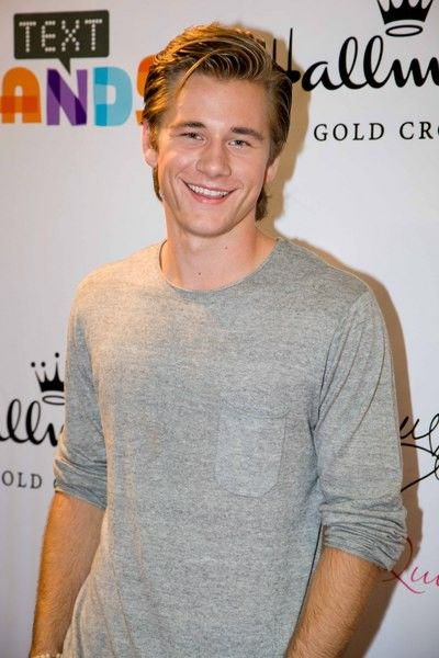 Luke Benward In Dear John | Luke Benward Photo Gallery Page 7