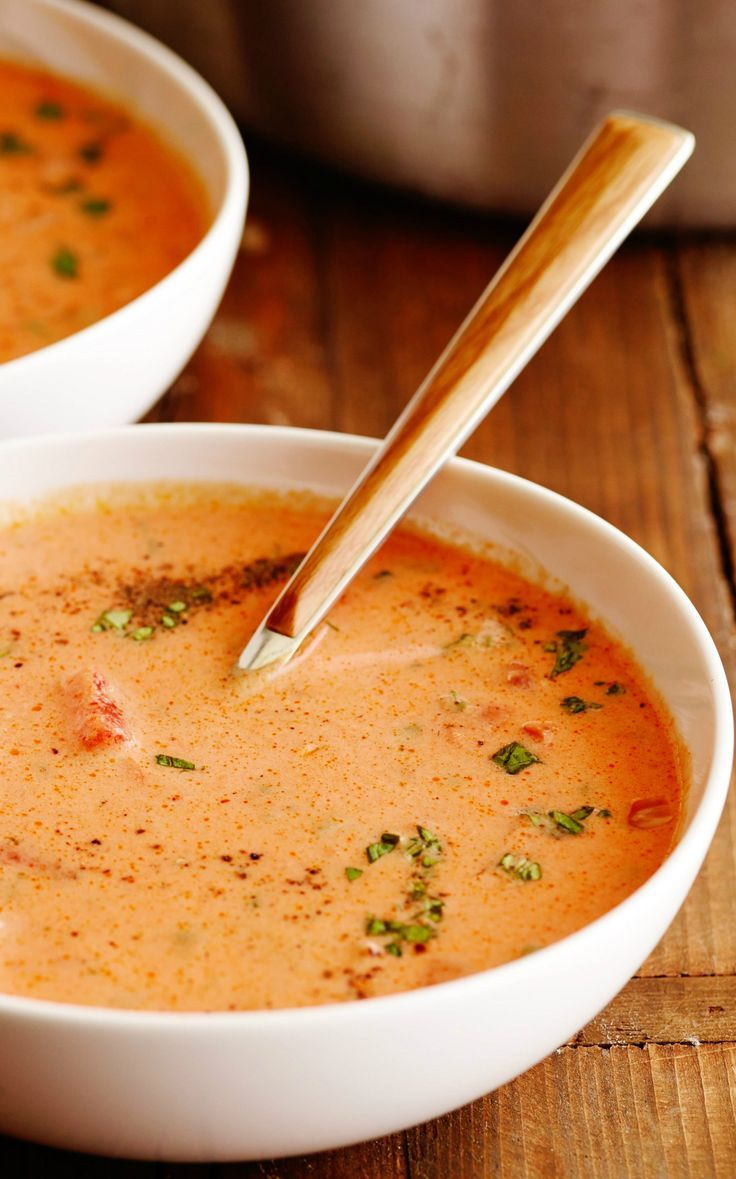 ~~homemade Tomato Soup | a far-from-the-can tomato soup is about more than juicy tomatoes. Stir in cream and sherry, plus a little sugar, for a balanced spoonful flecked with fresh basil and flat-leaf parsley. Ree Drummond, Pioneer Woman recipe | Food Network~~ Rezept für hausgemachte Tomatensuppe
