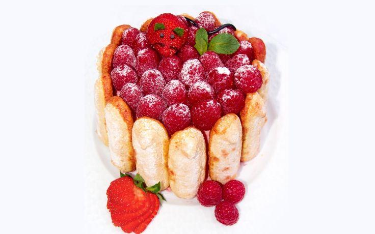 Czas na letnie desery! Polecamy tort charlotte z owocami #intermarche #tort #lato