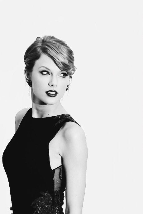 Taylor swift is beautiful, strong, and is courageous, and perseveres and is so much more that's why I love her!SWIFTIE