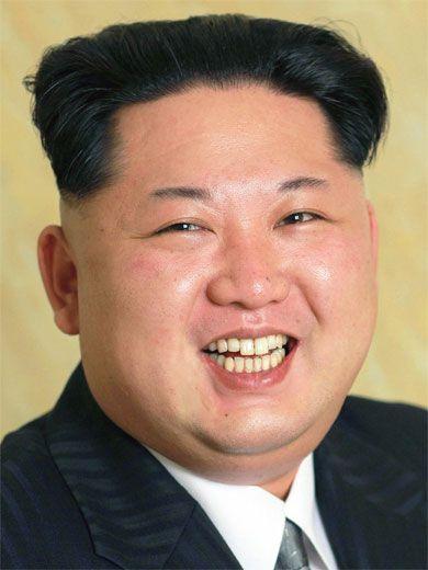 Storia, biografia e vita di Kim Jong-un, leader politico e dittatore della Corea del Nord. Figlio di Kim Jong-il, sotto il suo governo si è arrivati alla minaccia di una guerra mondiale nucleare.
