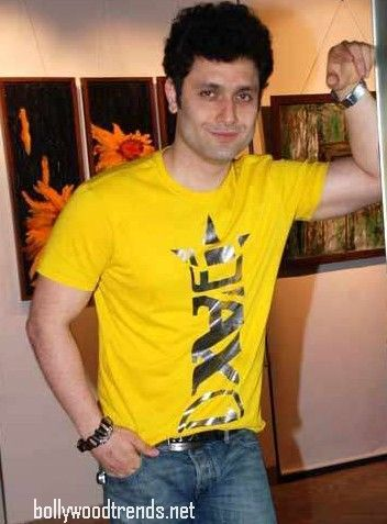 Shiney ahuja in yellow shirt
