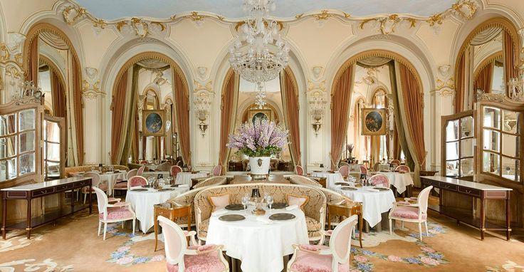 To Ritz ξανάνοιξε τις πόρτες του μετά από πολυετή ανακαίνιση και είναι απλά υπέροχο. Ένα τόσο σπουδαίο ξενοδοχείο όμως, χρειάζεται κι ένα μεγάλο εστιατόριο που να ολοκληρώνει την απόλυτη εμπειρία του να ζεις σ'αυτό το παράλληλο πολυτελές σύμπαν.