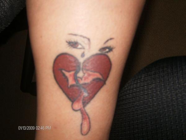 best 25 broken heart tattoo ideas on pinterest heartbreak tattoo broken heart art and broken. Black Bedroom Furniture Sets. Home Design Ideas