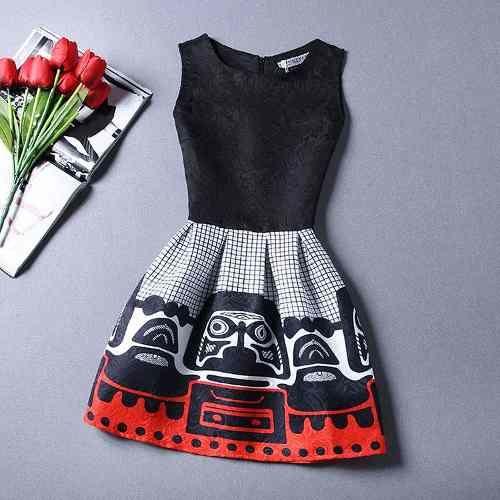Vestido Rodado Curto Com Cintura Marcada, Motivo Geometrico - R$ 128,00                                                                                                                                                                                 Mais
