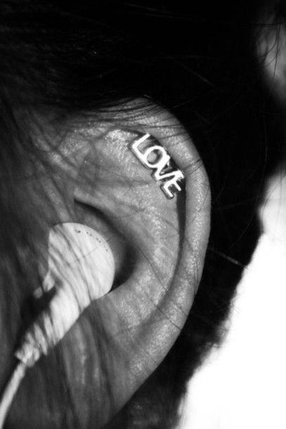 Need to find a cute earing like that for my top piercing  #love #piercing