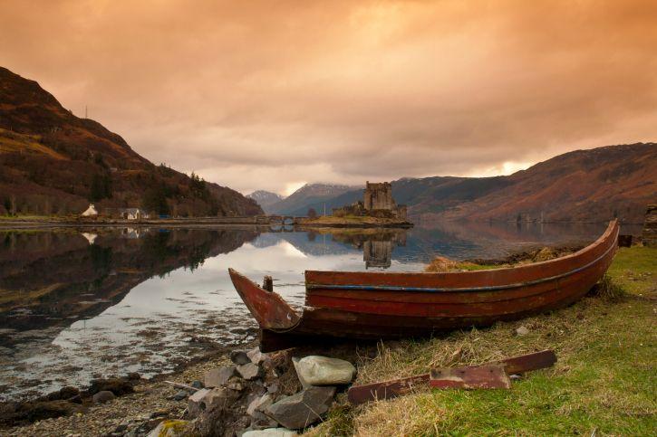 Os apaixonados por cenários campestres podem e devem elencar a região das Terras Altas, Escócia como destino durante uma eurotrip. Os vales verdes, por onde atravessam rios e lagos, abrigam castelos medievais e outras construções que mexem com o imaginário dos viajantes. Os passeios de trem são muito famosos na região e fazem com que os visitantes se sintam dentro de um conto de fadas.