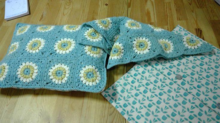Dotquilts crochet class: granny square cushion #cushion #grannysquare #wool #crochet