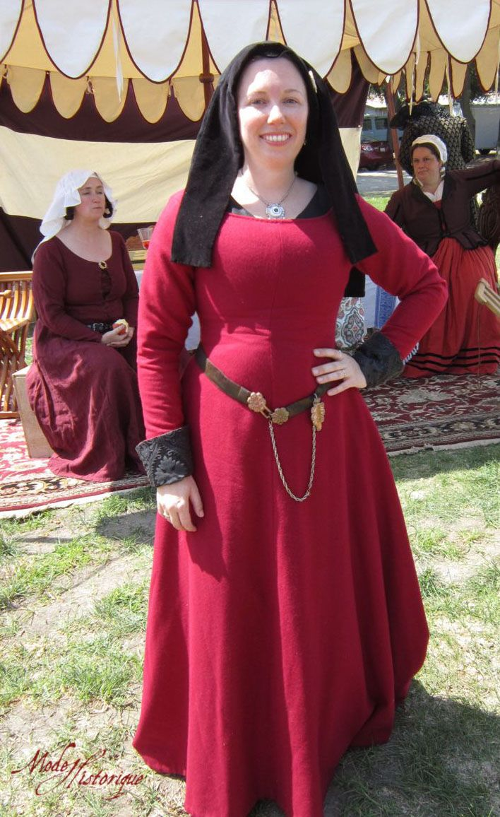 1490 Red Wool Kirtle - inspiration from the AWESOME website Mode Historique.