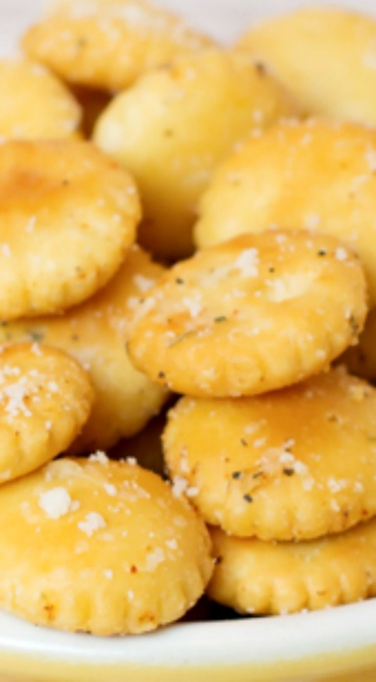 Souped Up Crackers ~ Oh my goodness are they ever good... Forget about floating them in your soup bowl, how about just grabbing a handful and eating them as a snack? They're that good!