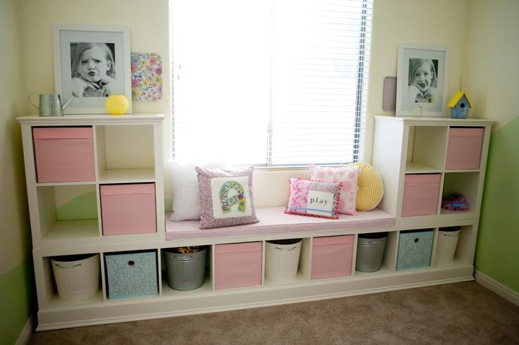 Hier sind meine IKEA-Regale, die ich für das Spielzimmer meiner Tochter gehackt habe !!! :)