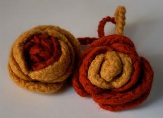 """IspirAzionI magazine: A tutto crochet: """"Un romantico abbraccio""""..."""