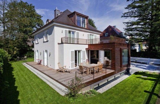 München-Harlaching | Durch zwei Anbauten im Erdgeschoss erfolgt eine räumliche Ergänzung von Wohnbereich, Eingang und Garage...