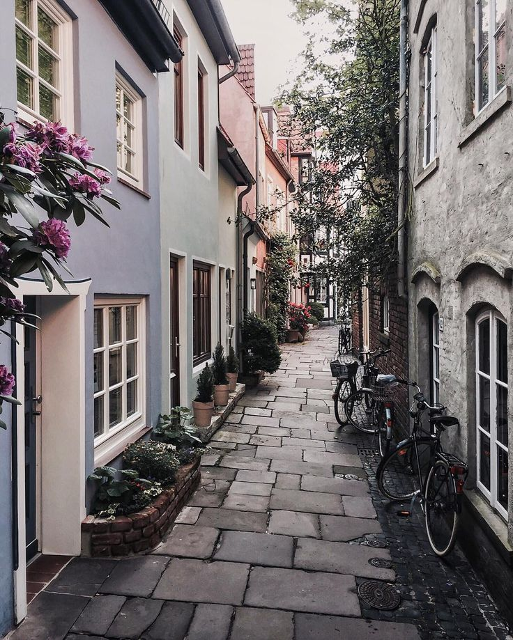Alley in Bremen, from the Instagram account of Eskimo.
