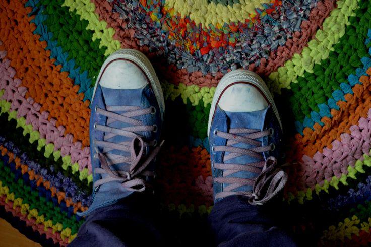 Zapatillas pintadas Alfombra tejida con poleras viejas