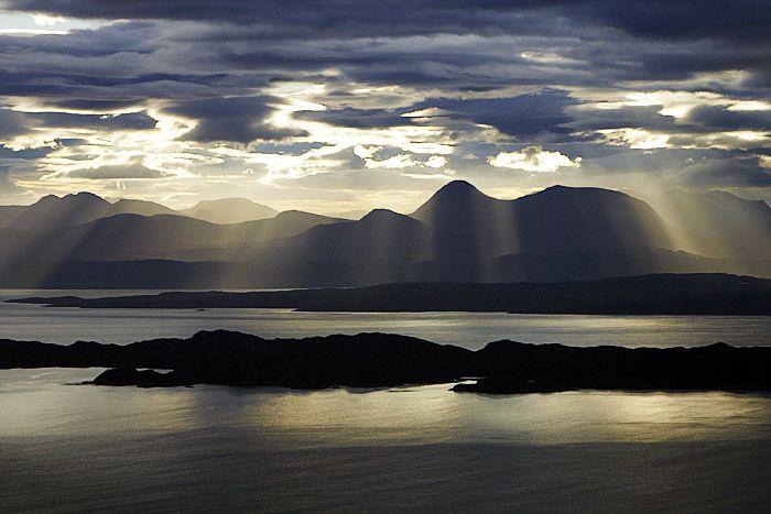 Isle of Skye, Scotland - preview : 【スコットランド】壮大な風景が広がる霧の島!スカイ島のまとめ - NAVER まとめ