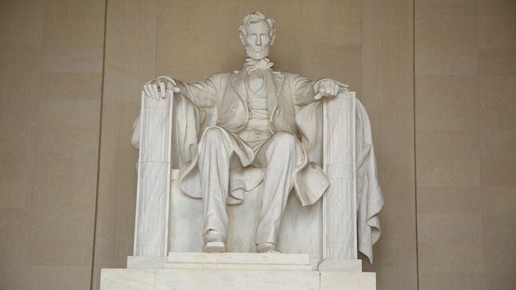 Escultura a Abraham Lincoln situado en el National Mall esta escultura fue hecha en conmemoración de este en Washinton DN