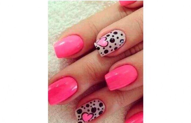 Manicure w serduszka - wzorki na paznokcie z serduszkami, urocze, dziewczęce i romantyczne. Zobaczcie, jak zrobić kolorowe paznokcie w serduszka na lato.