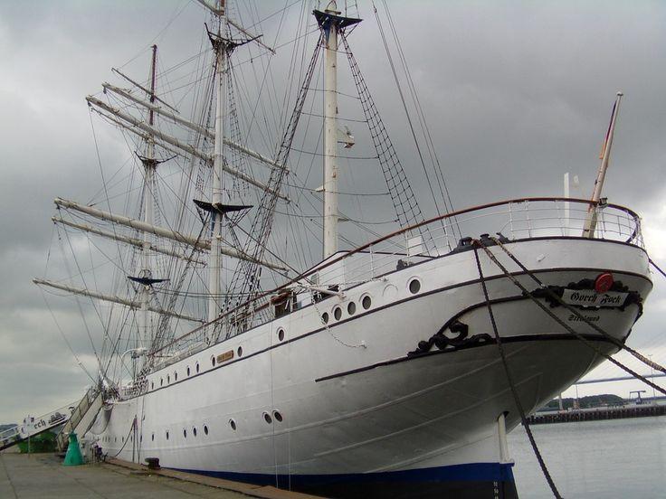 Amazing Hamburg u Bis heute ist ungekl rt warum die Kadettin Jenny B ken in der Nacht vom auf den September ber Bord der ueGorch Fock uc ging un u