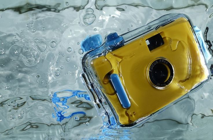 We reviewed all the best waterproof cameras in 2016 available to buy online and ranked them in an easy to read review based on price and features.