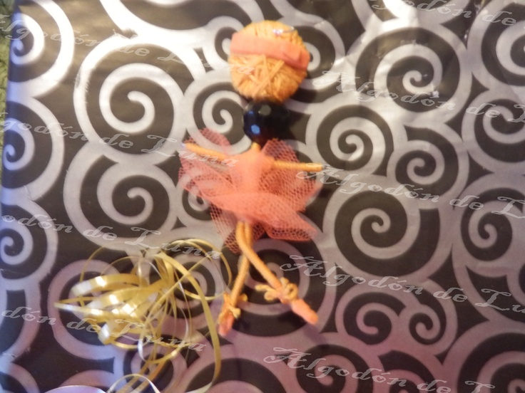 Bailarina de ónixs broche colgante de Algodón de Luna en Naranja con nuestra perla