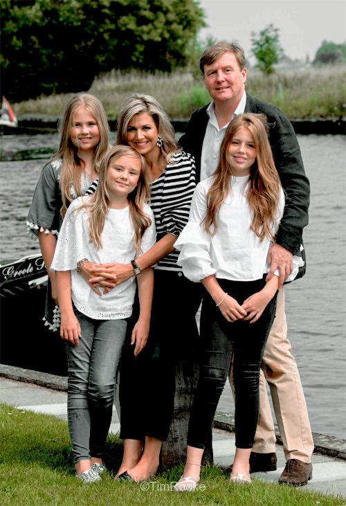 7 July: The Royal Family hold their annual summer photosession at De Kaag.