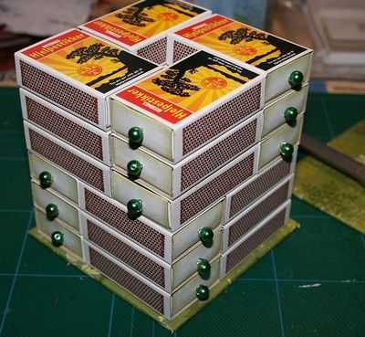 cajas de cerillas organizar abalorios. Matchboxes, stacked and arranged. A shabby chic finish of flowers, lace, etc. on the top could really finish this so attractively!