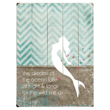 Diese Wandkunst besticht durch ihr bezauberndes Meerjungfrauenmotiv vor einem Hintergrund im Chevron-Muster. Dank pastelliger Farben harmoniert sie mit jedem...