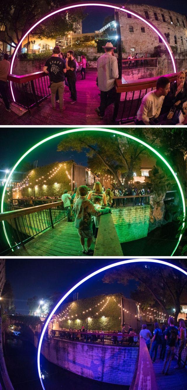 В рамках события «Creek show», был построен настоящий неоновый портал из сводообразующей арки над мостом через русло ручья в городе Остин, штат Техас.  #ledинсталляции #световаяинсталляция #световыеинсталляции #светодиоднаяинсталляция #праздничноесветовоеоформление #светодиодныеарки #светящаясяарка #фестивальсвета #свет #светодиоды #подсветка #светодиоднаяподсветка #уличноеосвещение #светодиодныйдекор