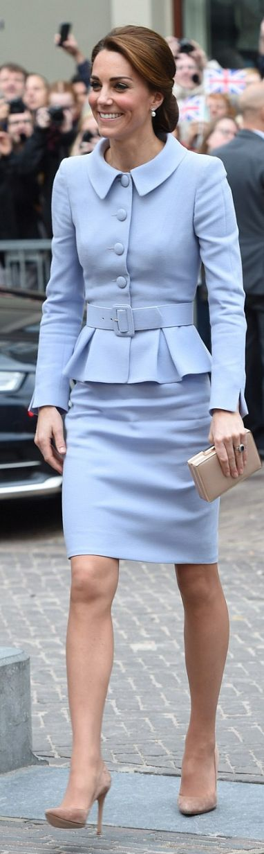 Kate Middleton: Jacket and skirt – Catherine Walker  Purse – LK Bennett  shoes – Gianvito Rossi
