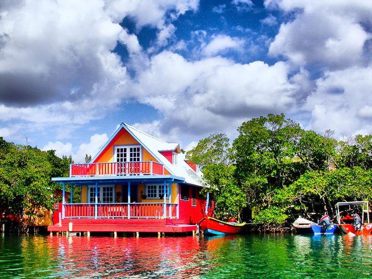 Casa flotante en La Parguera, Puerto Rico