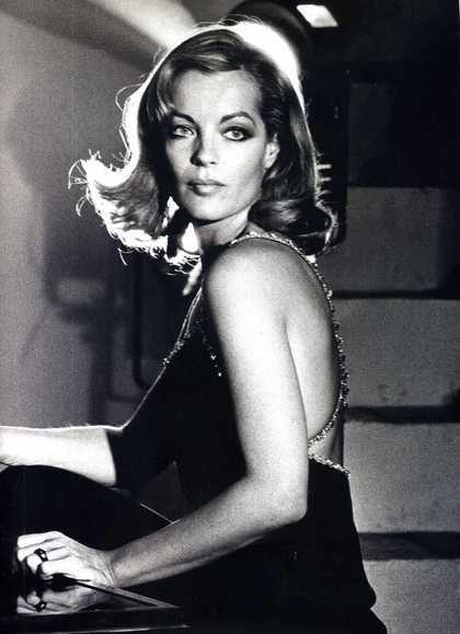photo noir et blanc : Romy Schneider, actrice de cinéma autrichienne, 1974, portrait de femme