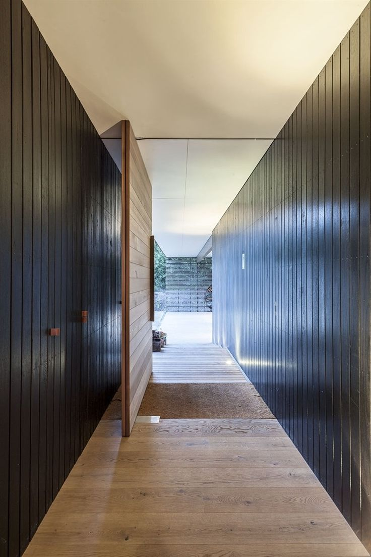 Love this pivot door. Love love love. | Fingal Residence