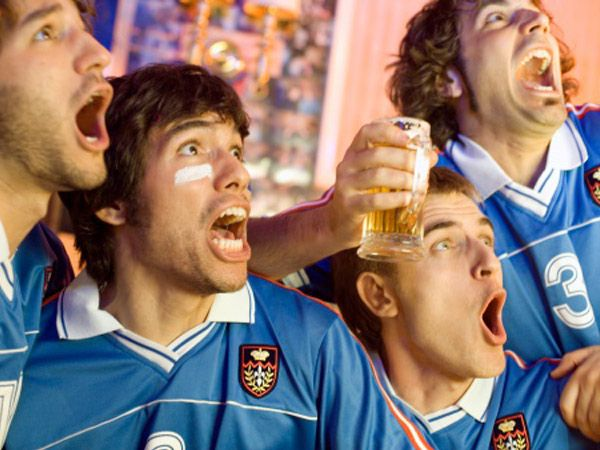 With football being the flavour of the season, we have been enjoying the late-night matches and watching our favourite teams score goals. And while we await the end result when the best team will take home the World Cup trophy, wouldn't it be great to have some FIFA-inspired drinks for company. So skip lazing around waiting for the games to begin and mix up a quick cocktail/ mocktail that you can drink up amidst the cheer. Here are 10 easy FIFA cocktail recipes you can try. Don't Miss! ...