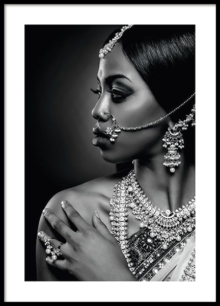 Nice photo print of woman with lots of jewelry. Black / white photo board that will superfine in a frame! Let the board speak for itself or hook it together with other paintings in a collage. www.desenio.com