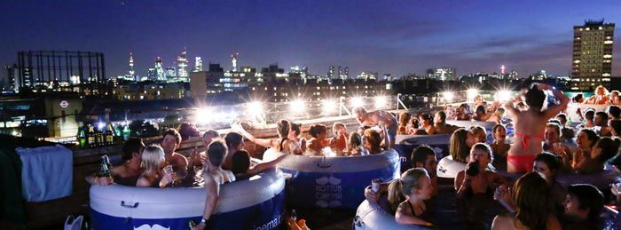 Hot Tub Rooftop Cinema at the Rockwell House in London. Very special open cinema. Add it to your bucket list! Read more at jebiga.com