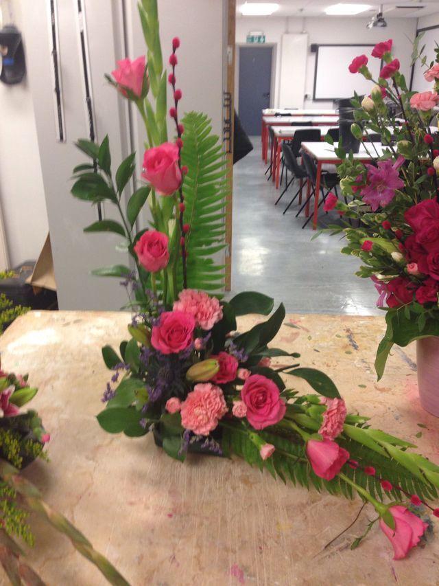 Resultado de imagem para flower arrangement course