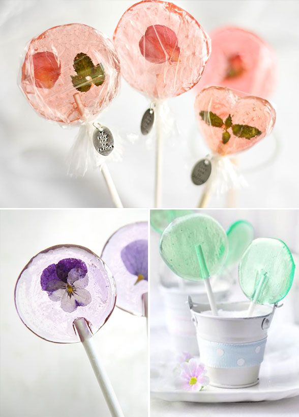 How cute are flower lollipops for a spring wedding? Bonus points for matching your pops to your wedding colors! #WeddingFavors #EdibleWeddingFavors #WeddingDIYIdeas Don't forget personalized napkins to match your theme! www.napkinspersonalized.com