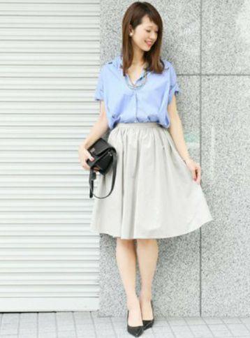 白いスカート オフィスコーデ