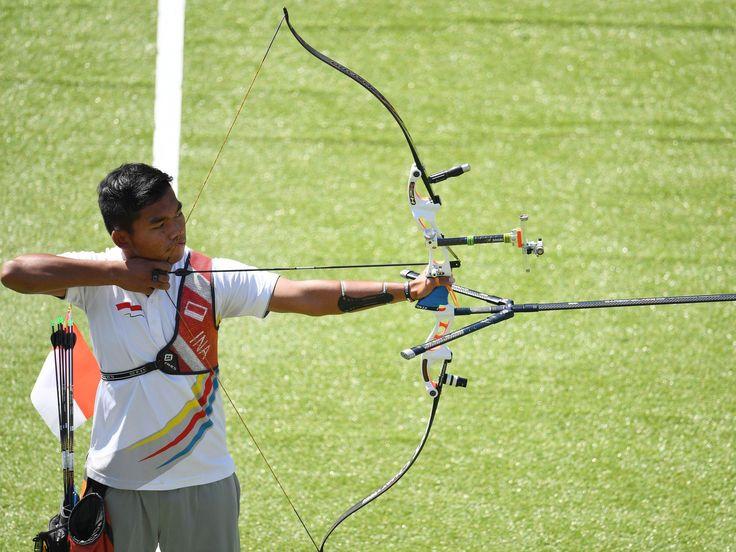 Hendra Purnama of Indonesia takes aim during the men's