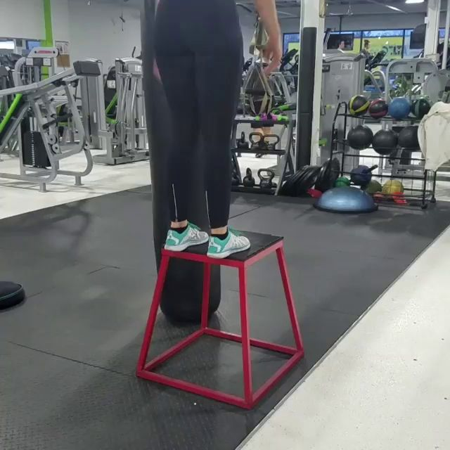 Vídeo: Box jumps are one of my favorite movements and I love to work in different variations during my workouts!! ~ Eggneh Please visit- http://www.finestfitness.co/  iLiveFit LIVEFIT! JOINTHEFITREVOLUTION!