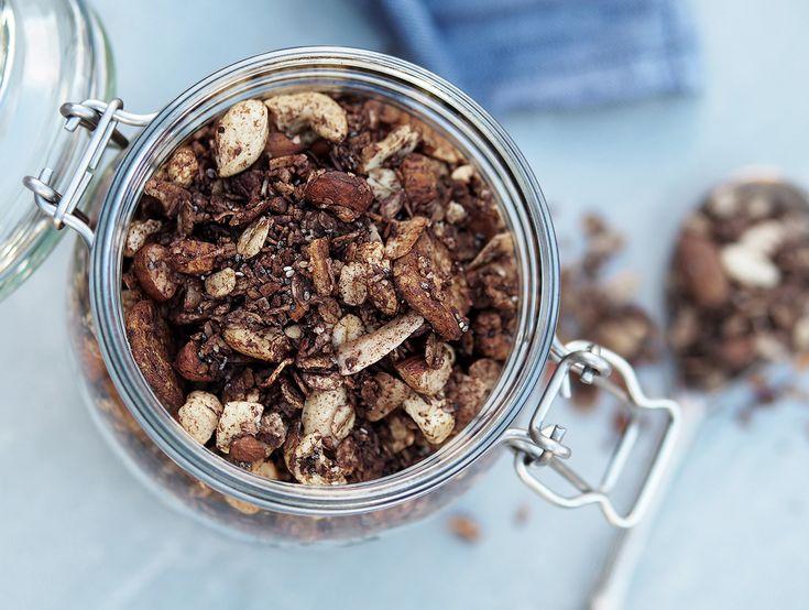 Frukosttips: Testa denna supergoda granola! Glutenfri granola med choklad och banan. Toppa yoghurten, smoothie-bowlen eller ha på gröten. Barnen älskar den!