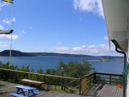 Schweden, Westküste: Fantastisches Ferienhaus mit Panoramablick über den Hafstensfjord in der Nähe von Uddevalla. Über einen Fußweg erreichen sie den Strand. Hier können sie schwimmen und angeln ...