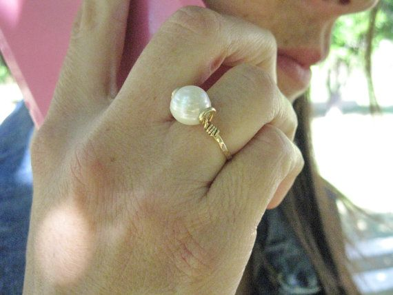 Freshwater pearl ring, Gold filled ring, white pearl ring, Hand hammered ring, 8mm pearl, Protection stones, Pearl ring, Wholesale, Gorgeous ring