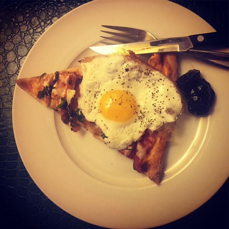 Pizza Breakfast with side of Prunes .  . . . #pizza #breakfast #pizzabreakfast #italy #italian #portionsize #foodiegram #culinary #nutrition #nutritionist #diet #dietitian #arugula #prunes #egg #protein #vitamins #slice #intresting #ieatbreakfasteveryday