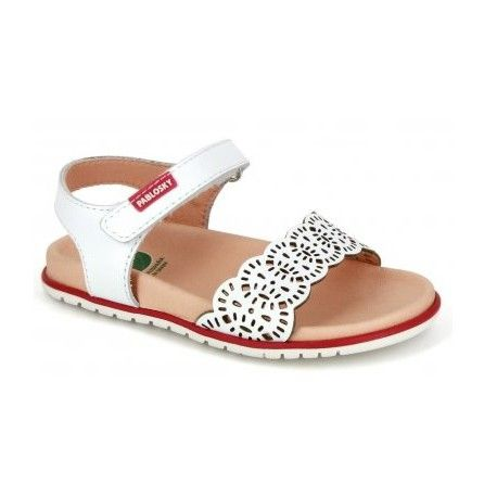 Sandalias blancas de la marca pablosky cómoda y ligera . Zapato anatómico con cierre de velcro para una mayor sujeción y pala troquelada para darle un toque mas.